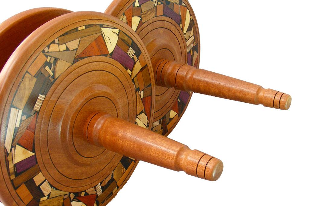 Detail-Etz-Chaim-Torah-Holders-Made-to-order-ETZCHM-O-O-Detail-RWV-2010_0817tryfirst0011.jpg