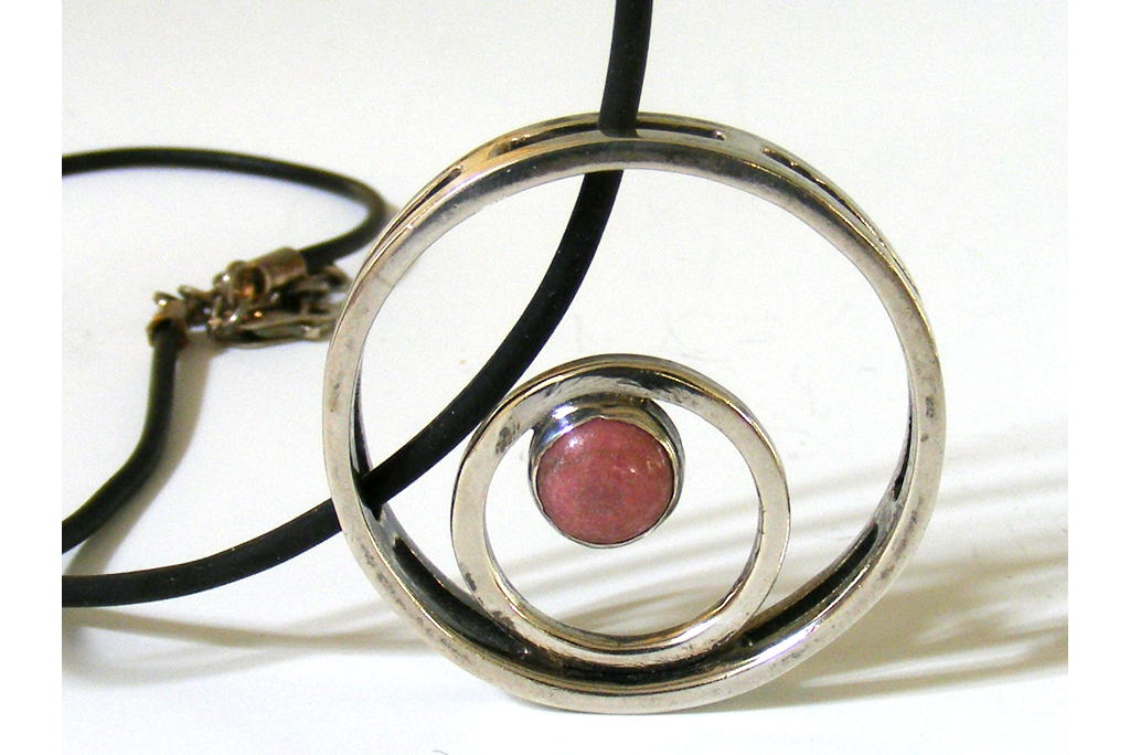 Circles-Squared-Silver-Pendant-and-Rose-Desiner-Pendant-NECKLACE-CirclesSquared-3D-silver-PCPicture4-040.jpg